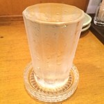 一軒め酒場 - 白鶴の冷(¥190)は、やかんごと冷やして、そこから直接コップに(^_^)