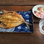 杉国商店 - アジ干物焼き
