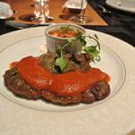 スカイレストランアンドラウンジ L&R - 豚方ロースの香草パン粉焼き トマトベースのマリナーラソース トウモロコシのフランのココットを添えて