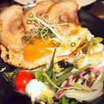 タナカクマキチ。 - つなんポークのチャーシューエッグ丼 790円