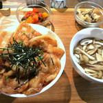 タナカクマキチ。 - つなんポークの豚薔薇定食 870円 (きのこのスープ、きのこのマリネ、ラタトゥイユ付)