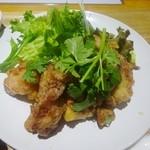40731154 - ランチメニュー「鶏もも唐揚げ定食(エスニックソース)」(750円)