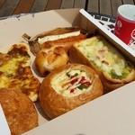 カフェ・ド・ハルン - カフェ・ド・ハルンさんでは、惣菜パンのほうが好きですね~♪