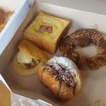 カフェ・ド・ハルン - 菓子パン系もたくさん売ってます