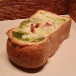 カフェ・ド・ハルン - トーストの厚さがハンパない! 「バジルベーコントースト (180円)」