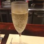 40732326 - スパークリングのグラスはバルディビエゾ