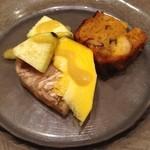 40732410 - シェフのおまかせコース。アミューズは豚のテリーヌとケークサレ。ケークサレは鯖とターメリック入り。野菜は水ナスとコリンキー