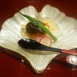 青山はしづめ - ホワイトアスパラガスと生もずくと生コーンに鶏の清湯スープのジュレ