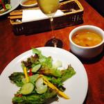 40735302 - スパークリングワイン、サラダ、スープ