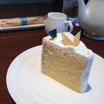 40736543 - レモンシフォンケーキとサービスのシガール