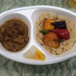 ミドリエカフェ - 地鶏のキーマカレー弁当(玄米)