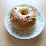 Ohana bakery - カボチャベーグル¥230