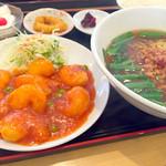 紅昇 - 料理写真:エビチリ 台湾ラーメン