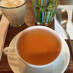 Kouchanomiseshun - わがままカレーにセットの…ピクルス、ラッシー、紅茶(ダージリン)