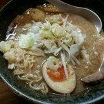 奥州麺処 秘伝 - 野菜少な目、脂&味は普通、ニンニク多め、麺は細麺。