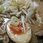 奥州麺処 秘伝 - 麺のアップです。