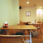 TEA ROOM Yuki Usagi - 店内。他のお客様が写らないアングルで撮影しました。