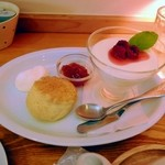 TEA ROOM Yuki Usagi - レアチーズケーキとスコーン。