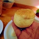 TEA ROOM Yuki Usagi - スコーンです。柔らかくて芳醇な風味。