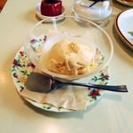 40748705 - アイスクリーム。塩アイス。