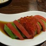 小鉄 - アボカドいくらとトマトスライス