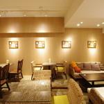ラブ・パシフィックカフェ - 明るくてきれいな店内でのんびりとお過ごし下さい♪