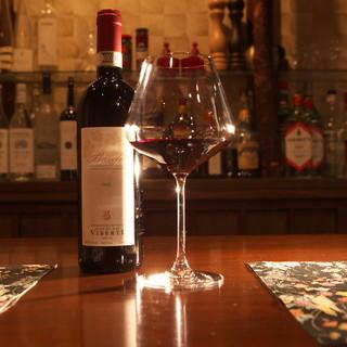 料理に合わせてワインを提供