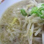 麺屋 彩未 - スープのアップ