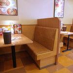 パスタ・デ・ココ - テーブル席。