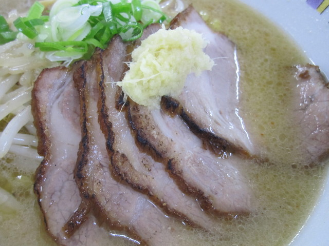 麺屋 彩未 - チャーシューアップ!これ最高!