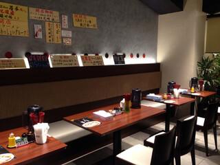 麺道 而今 総本家 - テーブル席@2015/08/10