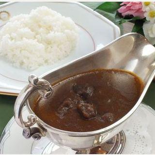昭和3年から受け継がれる伝統の煮込み料理に舌鼓…♪