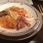 40752729 - 具は別皿よりも、麺の上に飾る方が美味しそうだよね。