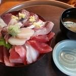 40754035 - 福喜丼(ワカメの味噌汁、小鉢、お新香付)¥1300(税別)