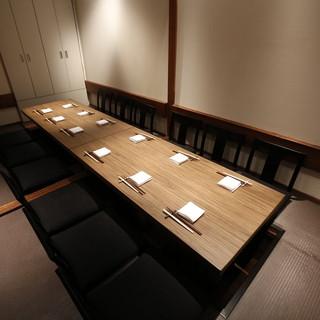 大人の時間を過ごせる空間。最大12名様までの完全個室席完備。