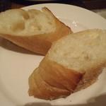 カフェ&グリル シズルガズル - セットのソフトフランスパン