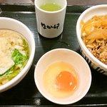 なか卯 - 牛丼とミニうどんのセット(490円)