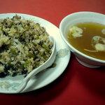 江南 - 高菜炒飯です、スープの器がでかい!