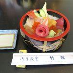 竹鮨 - 料理写真:特上生ちらし(2,592円)