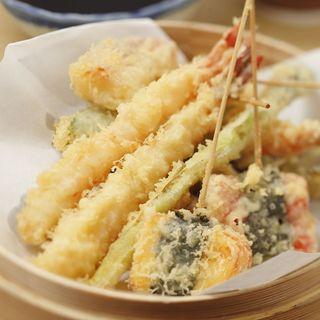 米油で揚げる自慢の香ばしい天ぷらも食べ放題!