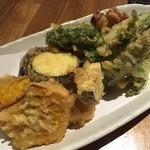 40767781 - 野菜の天ぷら盛&タコの大葉揚