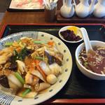 天龍 - 中華丼。