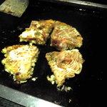 ピッコロ - 2010/05/23 具材は覚えていないが、こんな感じで焼いて食べた。お好み焼きです。