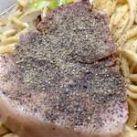 ラーメン二郎 - 仙川豚にはブラックペッパーがよく合います♪( ´▽`)