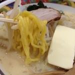 40773500 - 黄色い麺です。