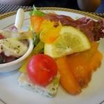 クーネルキッチン - 彩り豊かな前菜・いろんな楽しい贅沢が詰まって登場でしあわせ