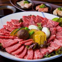 創作焼肉 神戸 牛乃匠 - 味わい盛り。(神戸牛 上ロース、上カルビ、上ハラミ、上モモ、薄モモ焼き、焼野菜、ホルモン三種盛)