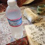 シュワルツ カッツ - お水はボトル