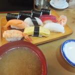 豊寿司 - ランチのにぎり700円