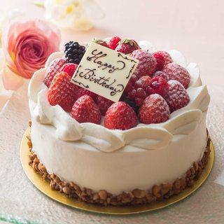 記念日などのお祝いにホールケーキのご予約も承ります。